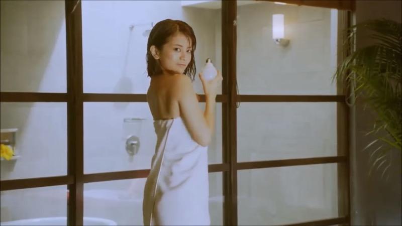 【吉崎綾キャプ画像】クォーター美人モデルが魅せるグラドルにも負けないセクシームービー 57