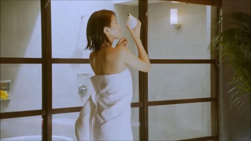 【吉崎綾キャプ画像】クォーター美人モデルが魅せるグラドルにも負けないセクシームービー 58