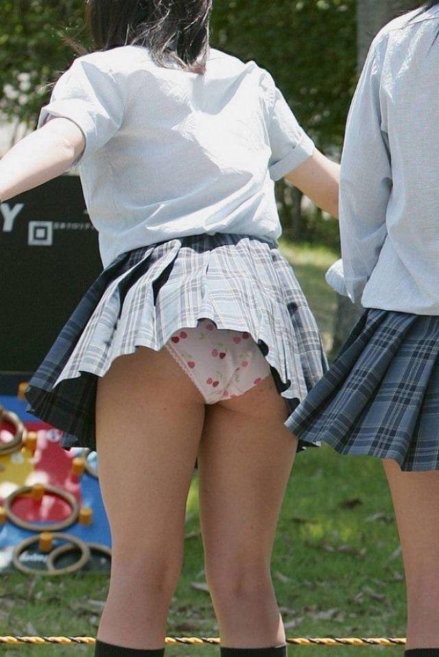 【春のパンチラ画像】暖かくなってスカートが短くなった女性を襲う春の強風ハプニング! 33