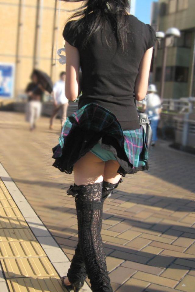 【春のパンチラ画像】暖かくなってスカートが短くなった女性を襲う春の強風ハプニング! 35