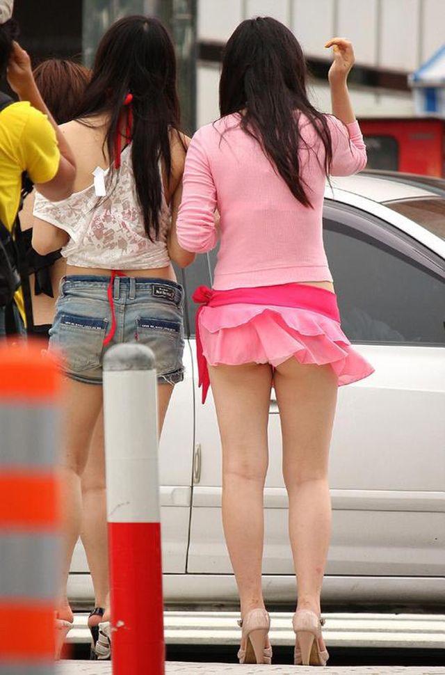 【春のパンチラ画像】暖かくなってスカートが短くなった女性を襲う春の強風ハプニング! 42