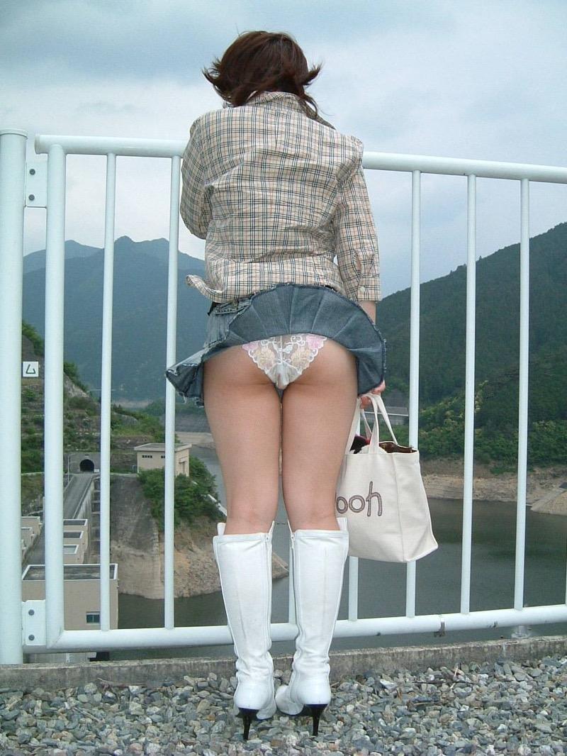 【春のパンチラ画像】暖かくなってスカートが短くなった女性を襲う春の強風ハプニング! 59