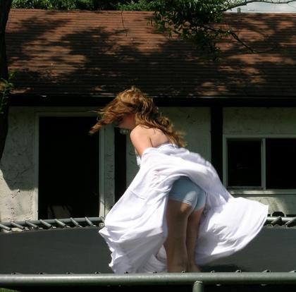 【春のパンチラ画像】暖かくなってスカートが短くなった女性を襲う春の強風ハプニング! 64