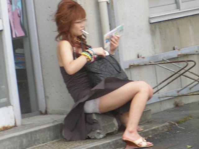 【春のパンチラ画像】暖かくなってスカートが短くなった女性を襲う春の強風ハプニング! 73