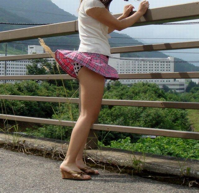 【春のパンチラ画像】暖かくなってスカートが短くなった女性を襲う春の強風ハプニング! 77