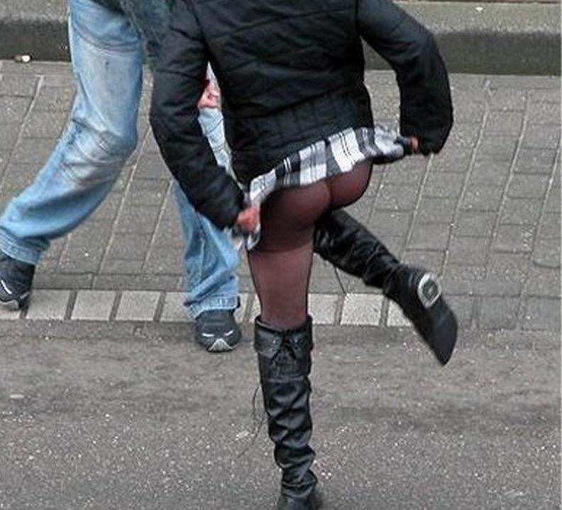 【春のパンチラ画像】暖かくなってスカートが短くなった女性を襲う春の強風ハプニング! 80