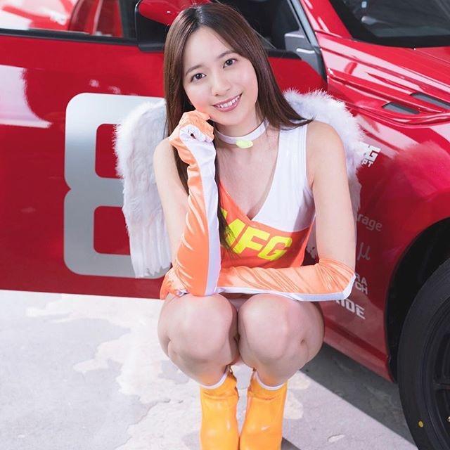 【農海姫夏エロ画像】へそ出しレースクイーン衣装がエロい現役女子大生グラビアアイドル!
