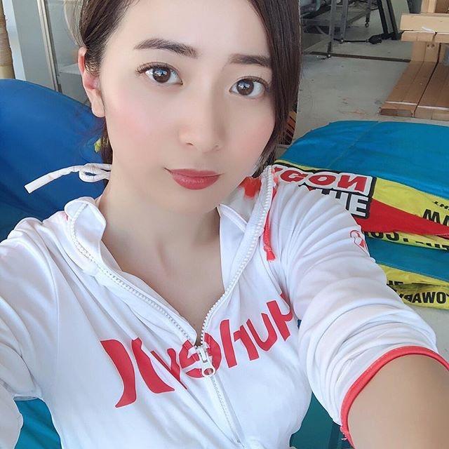 【農海姫夏エロ画像】へそ出しレースクイーン衣装がエロい現役女子大生グラビアアイドル! 29