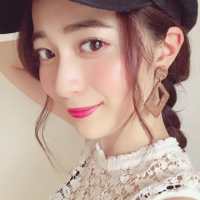 【農海姫夏エロ画像】へそ出しレースクイーン衣装がエロい現役女子大生グラビアアイドル! 34