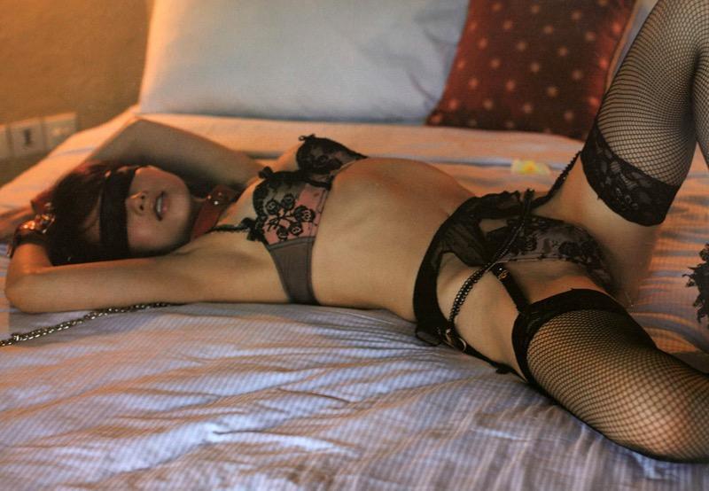 【セクシーランジェリー画像】スタイル抜群な美女が着ると更にエロさが加速する下着姿 17