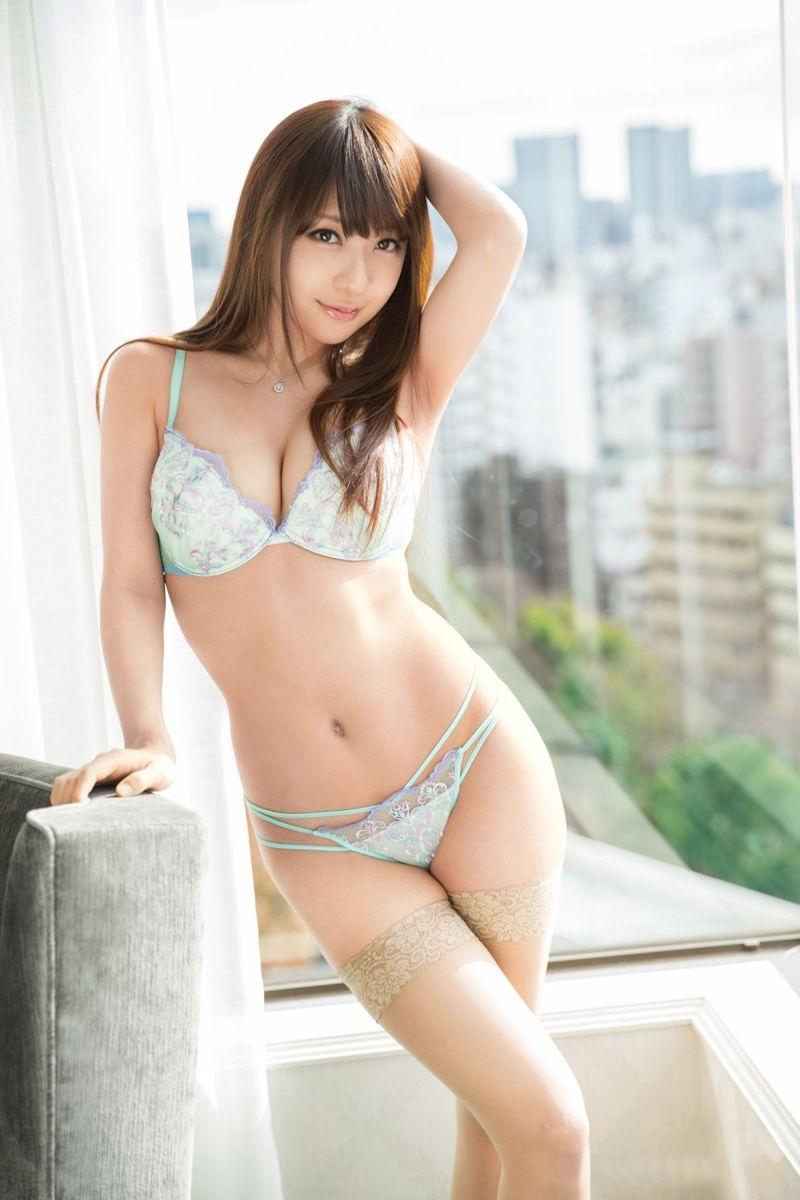 【セクシーランジェリー画像】スタイル抜群な美女が着ると更にエロさが加速する下着姿 33
