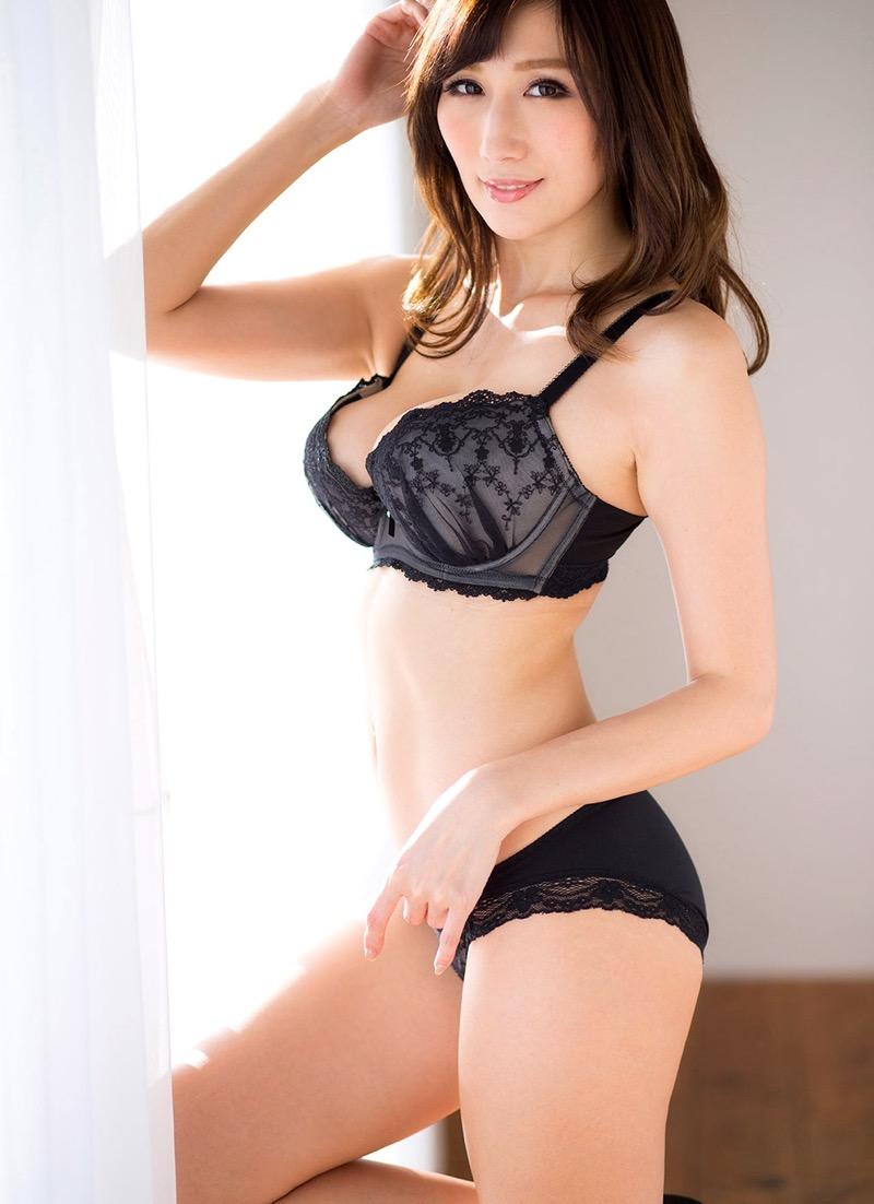 【セクシーランジェリー画像】スタイル抜群な美女が着ると更にエロさが加速する下着姿 73