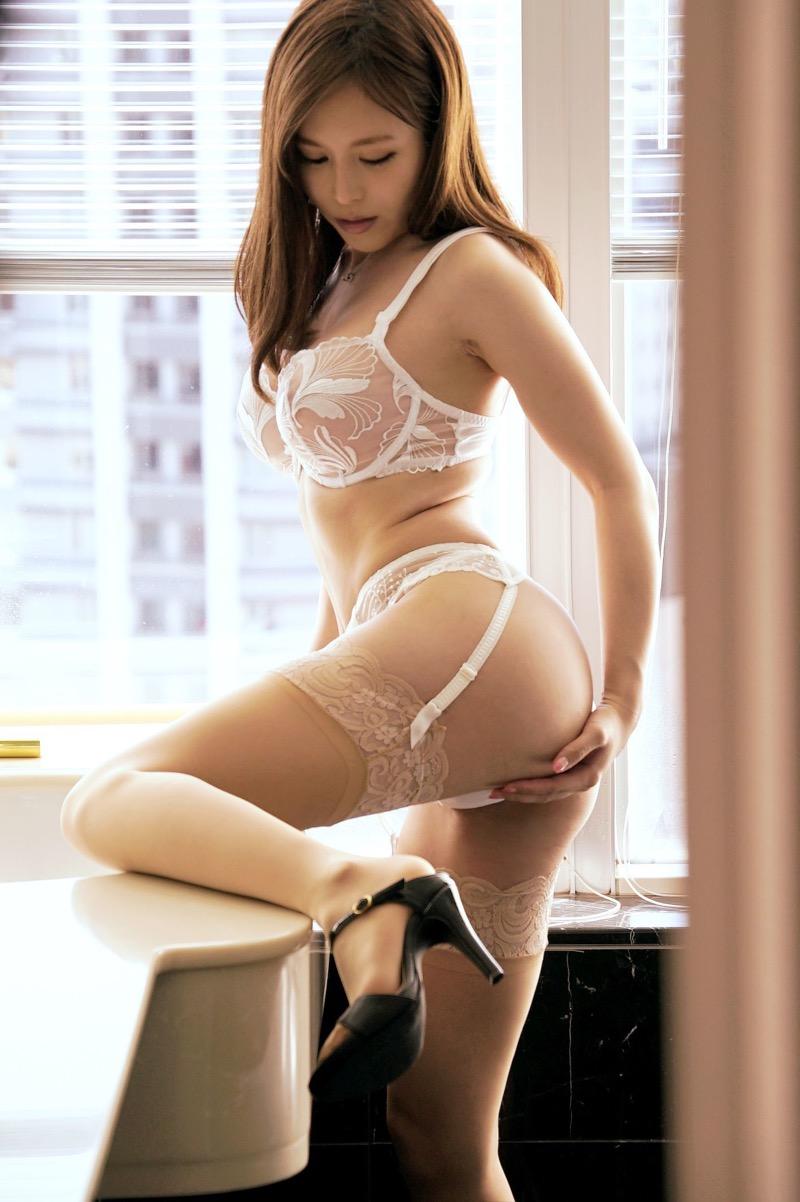 【セクシーランジェリー画像】スタイル抜群な美女が着ると更にエロさが加速する下着姿 95