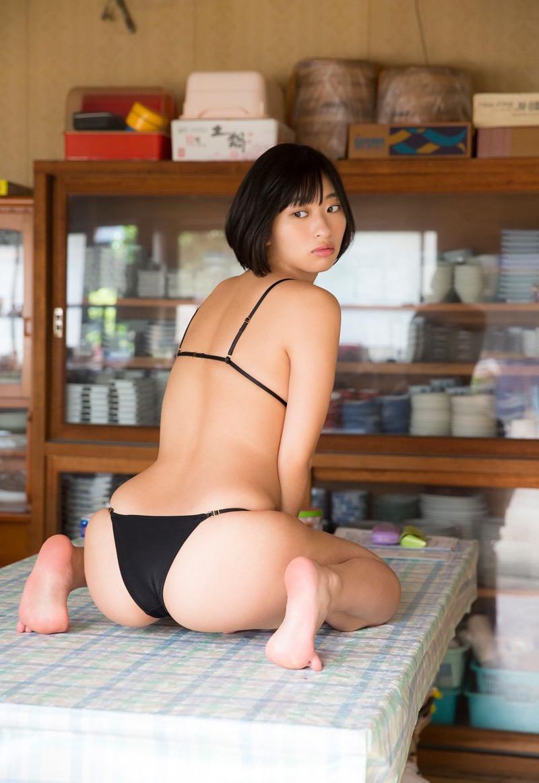 【倉持由香グラビア画像】大きくて綺麗でエロい100cmヒップが自慢のグラビアアイドル! 79