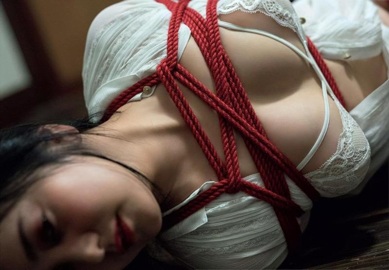 【脊山麻理子エロ画像】元日テレ女子アナで現在フリーの美人がグラビアでも水着で大活躍! 15