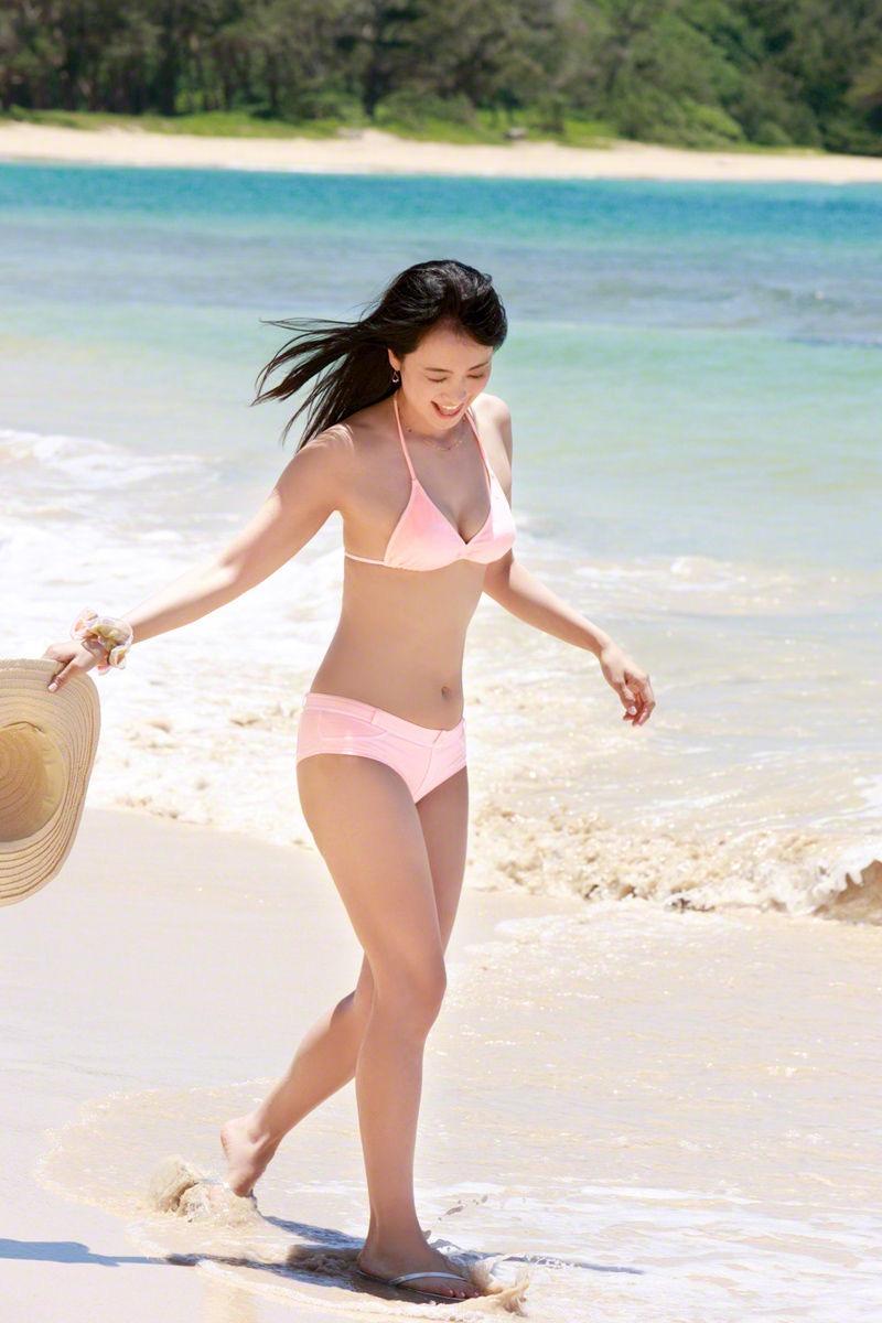 【脊山麻理子エロ画像】元日テレ女子アナで現在フリーの美人がグラビアでも水着で大活躍! 27