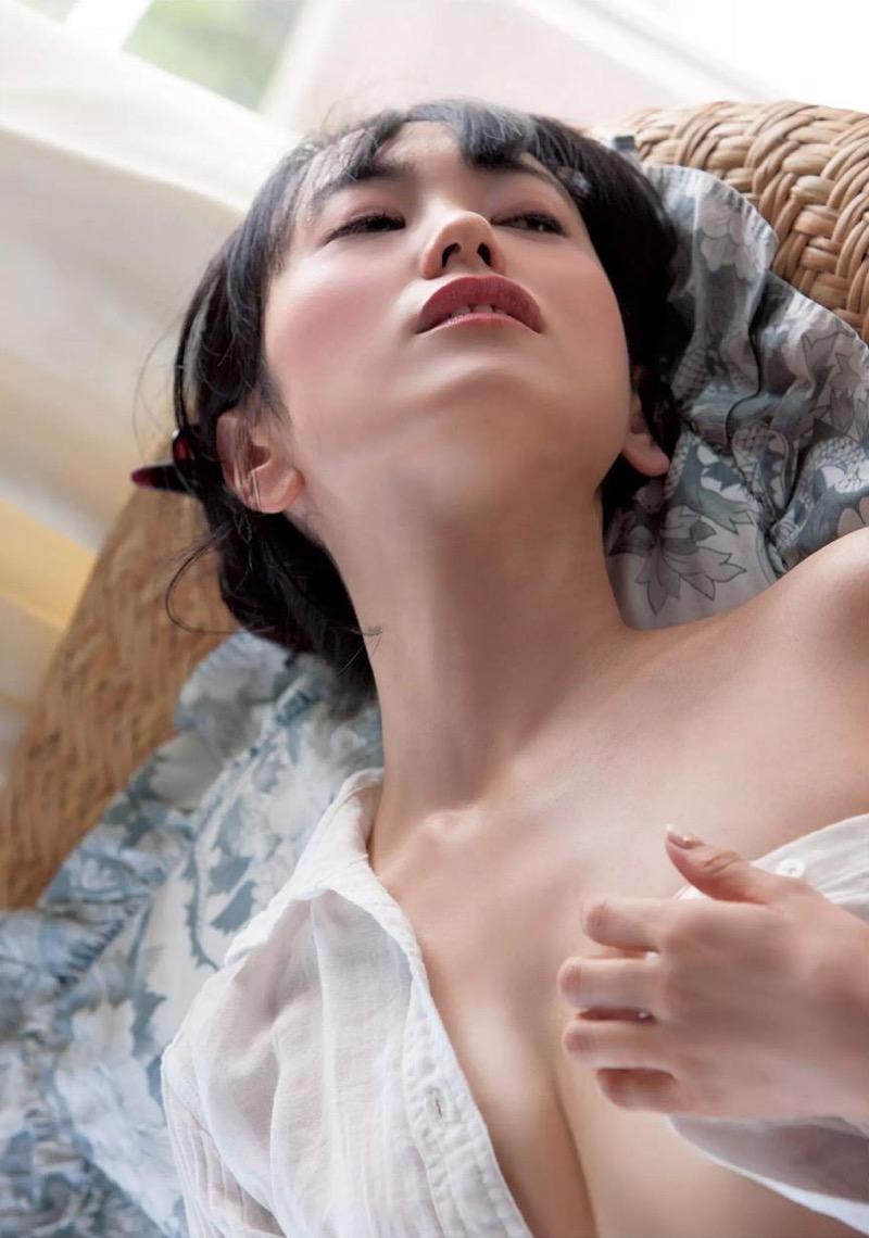 【脊山麻理子エロ画像】元日テレ女子アナで現在フリーの美人がグラビアでも水着で大活躍! 52