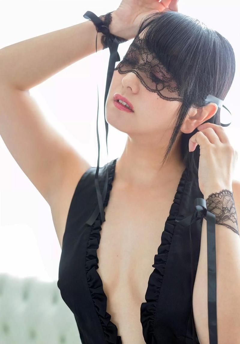 【脊山麻理子エロ画像】元日テレ女子アナで現在フリーの美人がグラビアでも水着で大活躍! 73