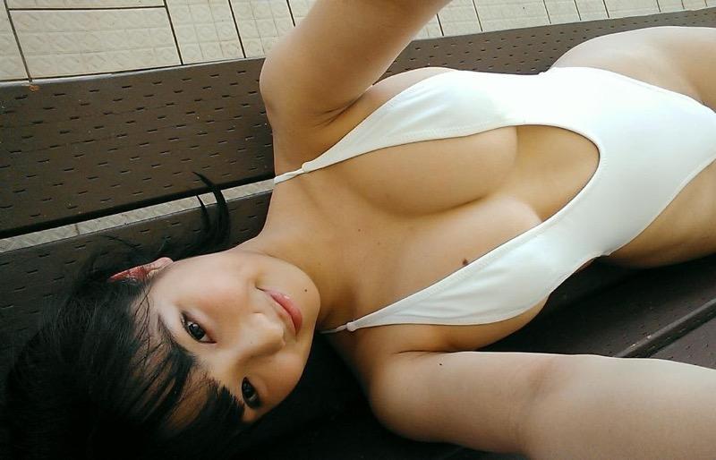 【片岡沙耶グラビア画像】乳房のホクロがセクシーでエロいバスト90cmのGカップ巨乳グラドル! 69