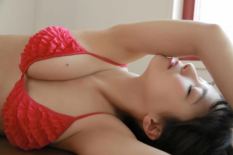 【片岡沙耶グラビア画像】乳房のホクロがセクシーでエロいバスト90cmのGカップ巨乳グラドル! 80
