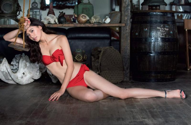 【朝比奈彩エロ画像】高身長ボディでビキニ姿が綺麗に映えるファッションモデルのグラビア! 07
