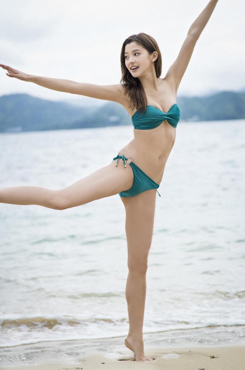 【朝比奈彩エロ画像】高身長ボディでビキニ姿が綺麗に映えるファッションモデルのグラビア! 25