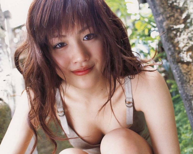 【綾瀬はるかエロ画像】今、女優として乗りに乗っている美熟女が披露したセクシーショット! 10