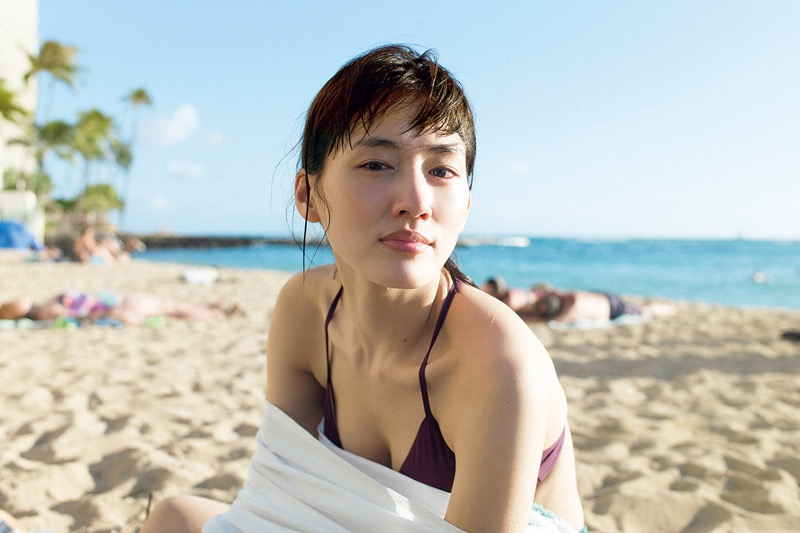 【綾瀬はるかエロ画像】今、女優として乗りに乗っている美熟女が披露したセクシーショット! 15