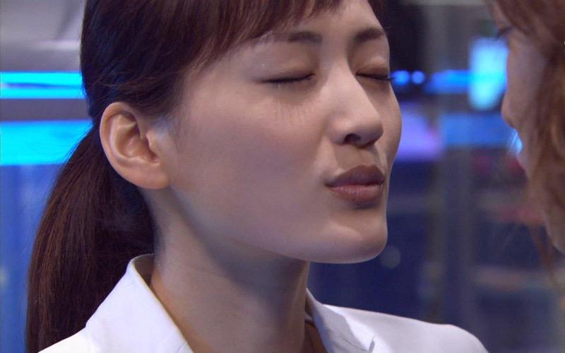 【綾瀬はるかエロ画像】今、女優として乗りに乗っている美熟女が披露したセクシーショット! 16