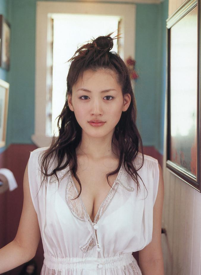 【綾瀬はるかエロ画像】今、女優として乗りに乗っている美熟女が披露したセクシーショット! 68
