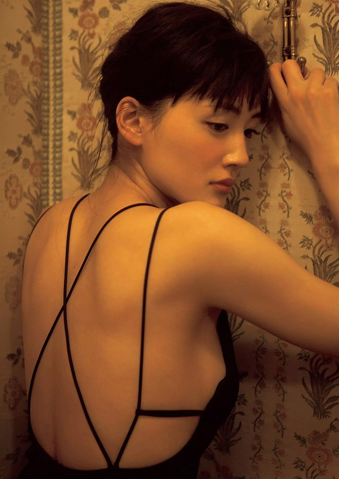 【綾瀬はるかエロ画像】今、女優として乗りに乗っている美熟女が披露したセクシーショット! 74