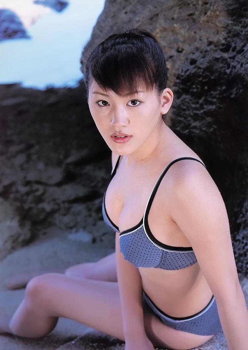 【綾瀬はるかエロ画像】今、女優として乗りに乗っている美熟女が披露したセクシーショット! 75