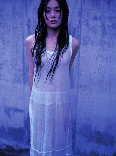 【山口紗弥加エロ画像】数多くのドラマに出演してきたベテラン女優の初々しい水着写真 05