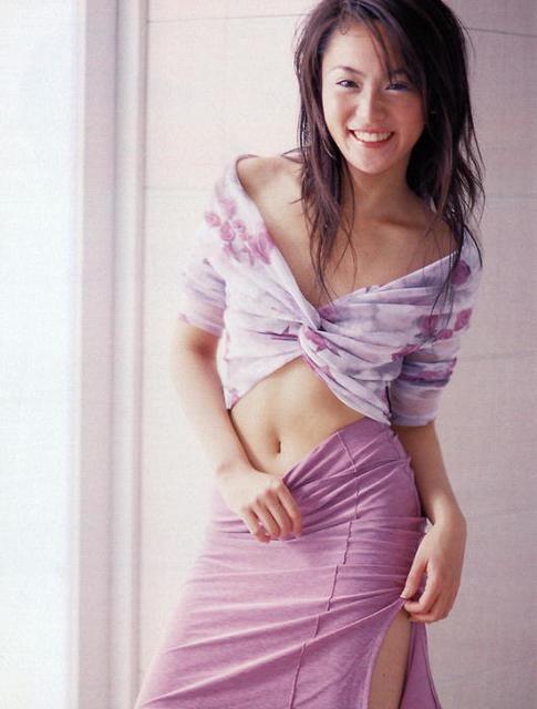 【山口紗弥加エロ画像】数多くのドラマに出演してきたベテラン女優の初々しい水着写真 06