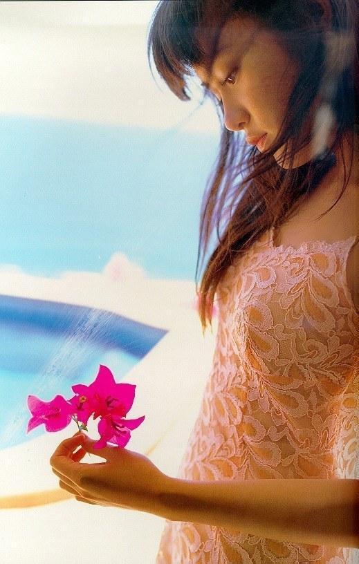 【山口紗弥加エロ画像】数多くのドラマに出演してきたベテラン女優の初々しい水着写真 13