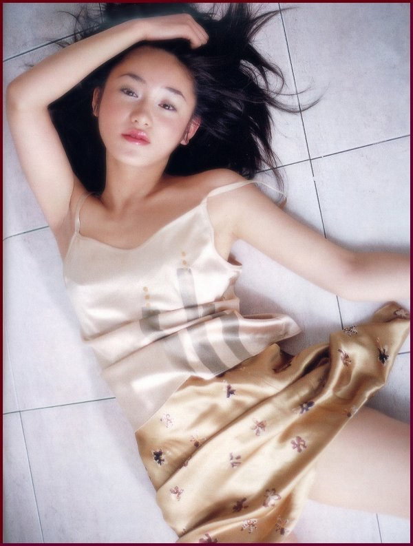 【山口紗弥加エロ画像】数多くのドラマに出演してきたベテラン女優の初々しい水着写真 14