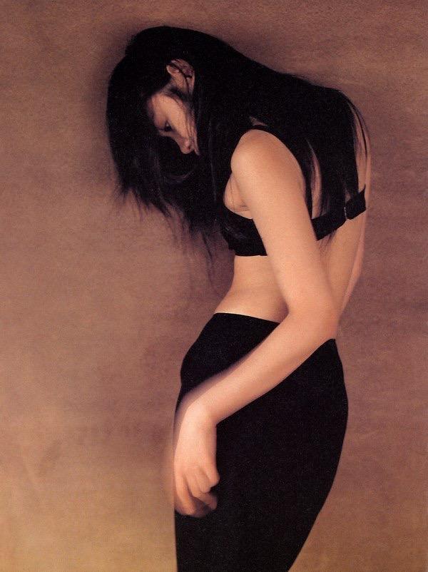【山口紗弥加エロ画像】数多くのドラマに出演してきたベテラン女優の初々しい水着写真 16