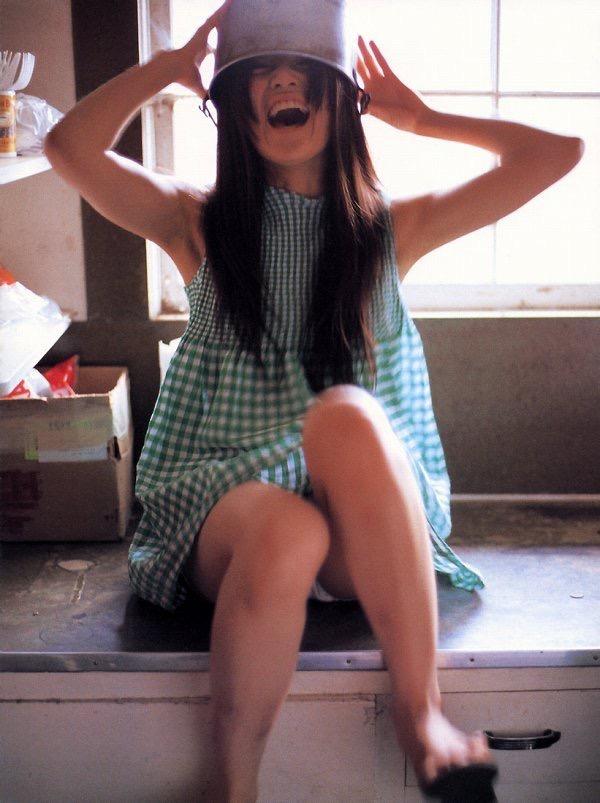【山口紗弥加エロ画像】数多くのドラマに出演してきたベテラン女優の初々しい水着写真 20