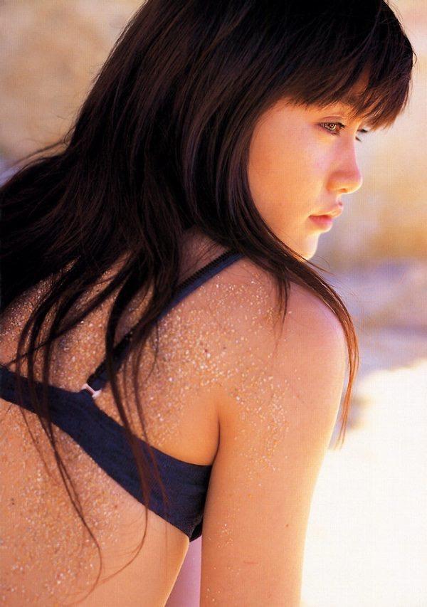 【山口紗弥加エロ画像】数多くのドラマに出演してきたベテラン女優の初々しい水着写真 32