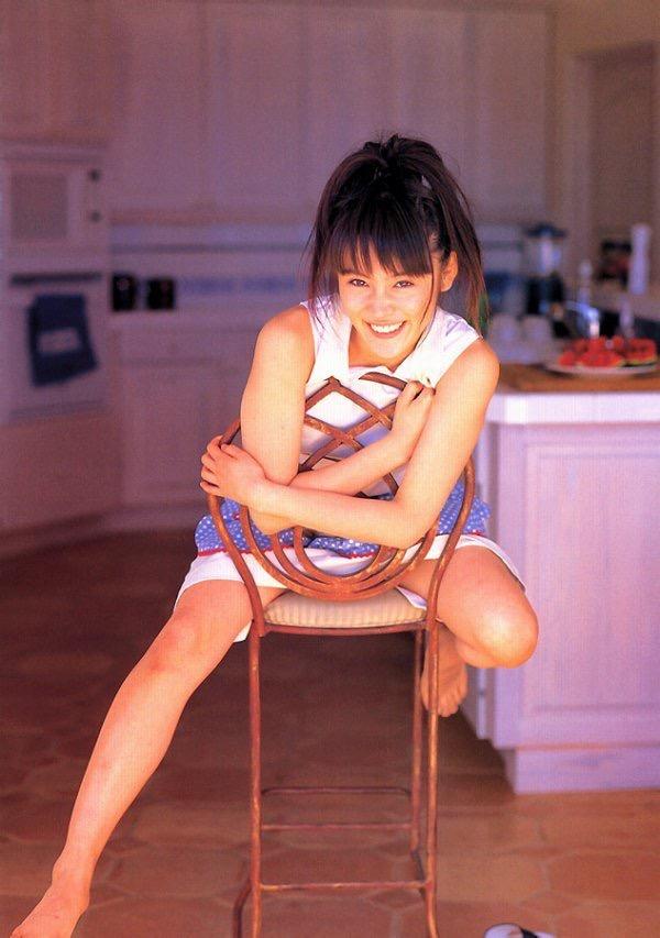 【山口紗弥加エロ画像】数多くのドラマに出演してきたベテラン女優の初々しい水着写真 33