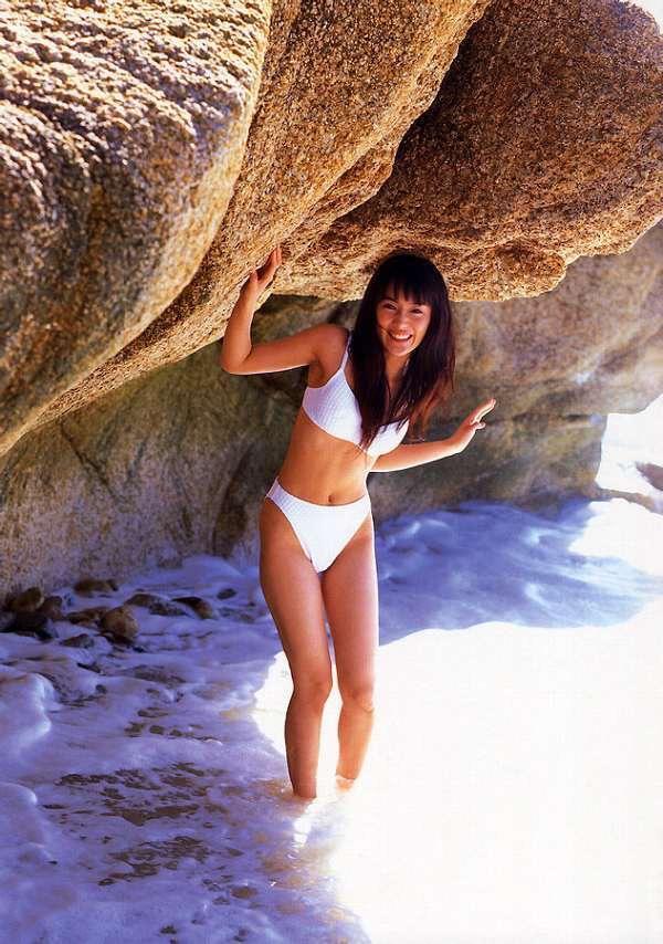 【山口紗弥加エロ画像】数多くのドラマに出演してきたベテラン女優の初々しい水着写真 35