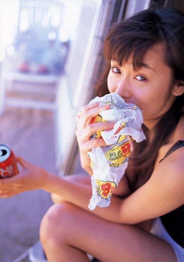 【山口紗弥加エロ画像】数多くのドラマに出演してきたベテラン女優の初々しい水着写真 38