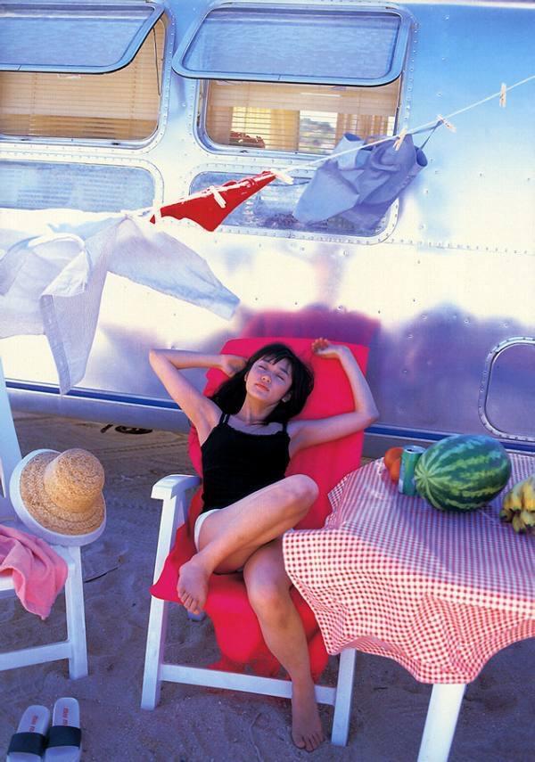 【山口紗弥加エロ画像】数多くのドラマに出演してきたベテラン女優の初々しい水着写真 47