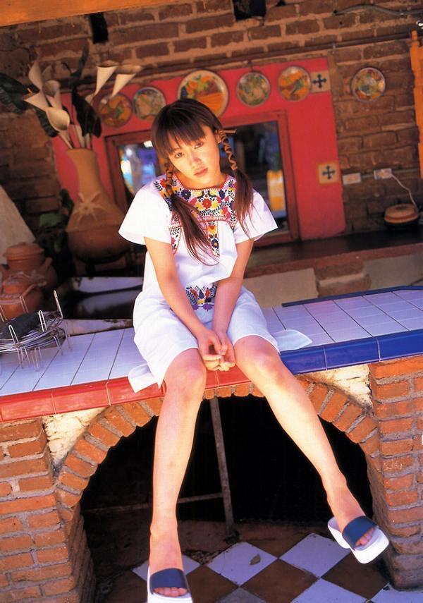 【山口紗弥加エロ画像】数多くのドラマに出演してきたベテラン女優の初々しい水着写真 50
