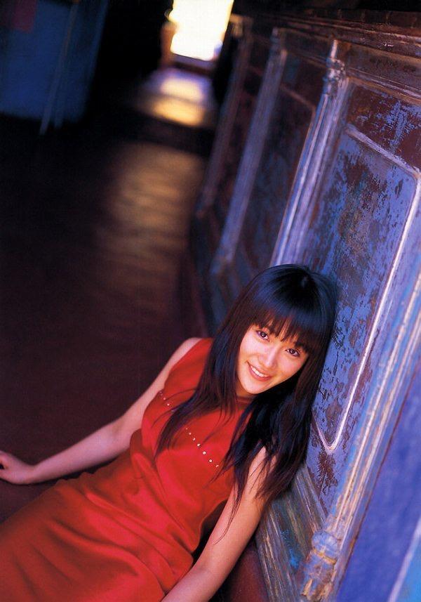 【山口紗弥加エロ画像】数多くのドラマに出演してきたベテラン女優の初々しい水着写真 54