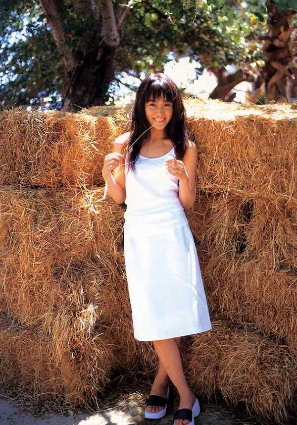 【山口紗弥加エロ画像】数多くのドラマに出演してきたベテラン女優の初々しい水着写真 56