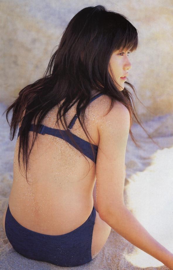 【山口紗弥加エロ画像】数多くのドラマに出演してきたベテラン女優の初々しい水着写真 62