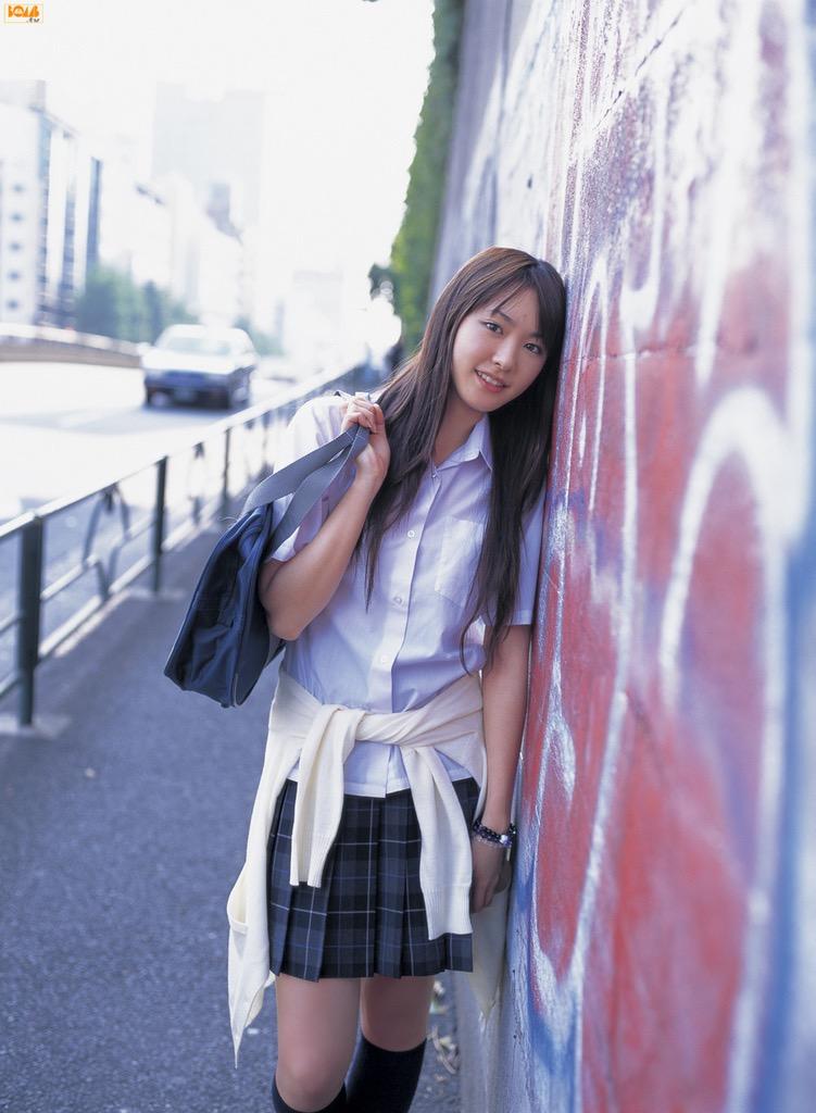 【山口紗弥加エロ画像】数多くのドラマに出演してきたベテラン女優の初々しい水着写真 66