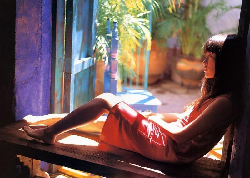 【山口紗弥加エロ画像】数多くのドラマに出演してきたベテラン女優の初々しい水着写真 70