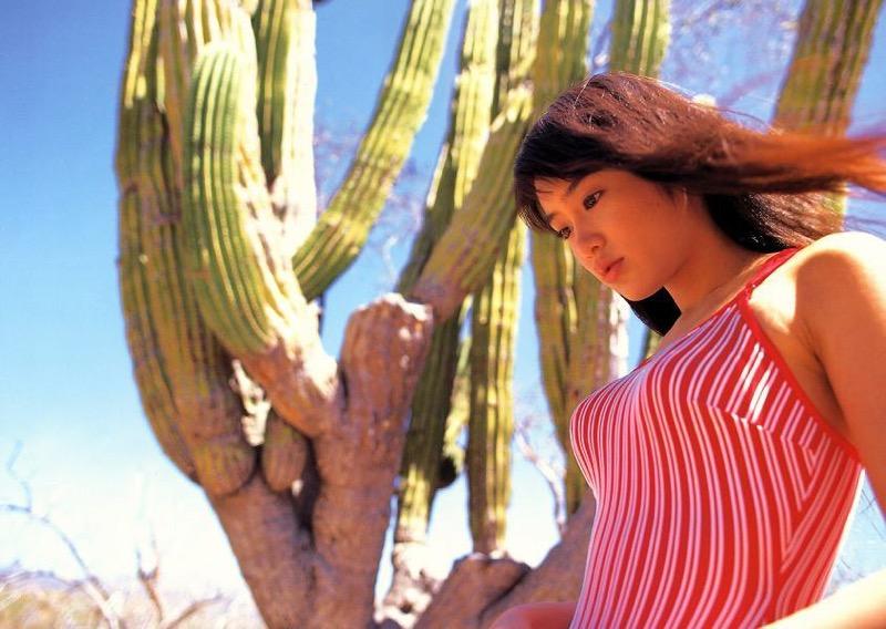 【山口紗弥加エロ画像】数多くのドラマに出演してきたベテラン女優の初々しい水着写真 71